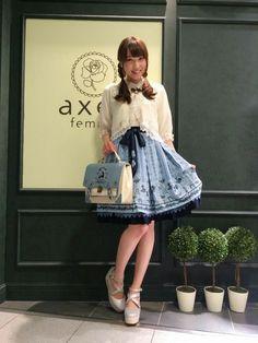 axes femme|axes femmeさんのスカート「Disney(ディズニー)トランプメルヘン柄スカート」(axes femme|アクシーズファム)を使ったコーディネートです。