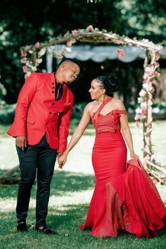 A Stunning Wedding With The Bride In Red Seshweshwe - Women's fashion interests African Bridesmaid Dresses, African Wedding Attire, African Attire, African Dress, African Weddings, Nigerian Weddings, African Style, Couples African Outfits, African Fashion Dresses