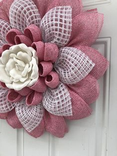 White Door Hanger Flower wreath Welcome wreath Burlap Burlap Flower Wreaths, Mesh Ribbon Wreaths, Deco Mesh Wreaths, Wreath Burlap, Yarn Wreaths, Tulle Wreath, Floral Wreaths, Burlap Crafts, Wreath Crafts