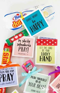 The perfect summer camp care package to send to kids while at a sleep-away camp! FREE printable tags make it easy to assemble. Diy Gifts For Boyfriend, Birthday Gifts For Boyfriend, Husband Gifts, Student Gifts, Teacher Gifts, Small Gifts For Teachers, Student Treats, Youth Group Gifts, Candy Sayings Gifts