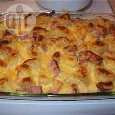 Ham & Potato Casserole - An easy cheesy dish that uses up that Christmas or Easter ham! My family looks forward to this one! Ham & Potato Casserole makes 6 s. Ham And Potato Casserole, Casserole Dishes, Casserole Recipes, Leftover Ham Casserole, Leftover Ham Recipes, Leftovers Recipes, Recipes With Ham Dinner, Ham Left Over Recipes, Recipes With Cooked Ham