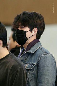 to Japan 🛫🛫 Very Short Bangs, Long Hair With Bangs, Hunhan, Exo Ot12, Sehun, Normal Person, Airport Style, Airport Fashion, Super Powers