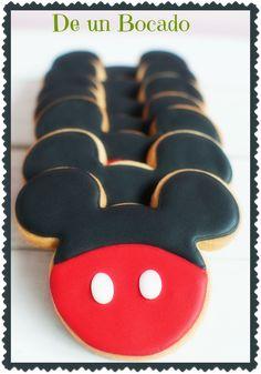 Mickey Mouse cookies Galletas de Mickey Mouse Mickey Mouse Theme Party, Mickey Mouse Cookies, Fiesta Mickey Mouse, Mickey Mouse 1st Birthday, Mickey Mouse Clubhouse Party, Disney Cookies, Mickey Sugar Cookies, Bolo Mickey, Mickey E Minie
