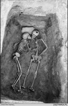 Ostatni pocalunek; sprzed 6000 lat. Hasanlu, Iran.