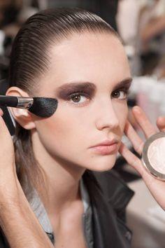 Макияж моделей на показе Dior Resort 2017.