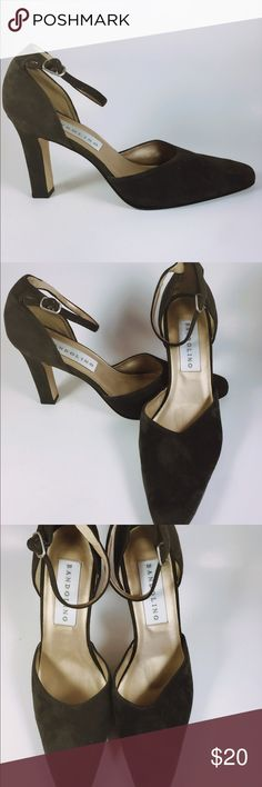 BANDOLINO OLIVE GREEN HEELS SIZE 8 1/2M Olive green suede ankle strap pumps with chunky heel by Bandolino. Stylish and classy!Suitable for every day wear. Bandolino Shoes Heels