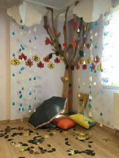 Van het bruine rolpapier boom maken bij pilaar korte gang Turning the brown roll paper tree into a short walk at the pillar Fall Classroom Decorations, School Decorations, Classroom Themes, Autumn Crafts, Autumn Art, Preschool Classroom, Preschool Activities, Decoration Creche, Art For Kids