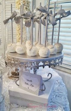 White and silver cake pops at a Glam Engagement Party! See more party planning i… – Engagement Decoration 60 Wedding Anniversary, Silver Anniversary, Anniversary Parties, Anniversary Decorations, Anniversary Ideas, Dessert Party, Dessert Tables, Candy Buffet Tables, Engagement Party Desserts