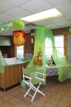 Centerpiece Table Baby Boy Outfits | gift table mom had this netting from her rainforest classroom