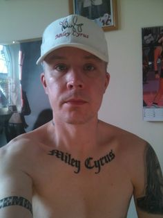 Why are there so many dumb people, why? Why are there so many dumb people, why? Bad Tattoos, Funny Tattoos, Awful Tattoos, Worst Tattoos, La Cloche Et L'idiot, Politics On Facebook, Creepy Guy, Feeling Stupid, Tattoo Fails