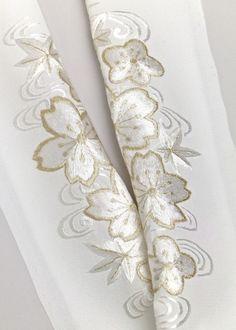 正絹,手刺繍半衿 Pure silk、hand embroidery Neckpiece ( on a kimono )