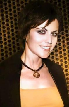 Dolores O'riordan, Music Icon, Cranberries, Brunettes, Sexy, Paradise, Icons, Girls, Musica