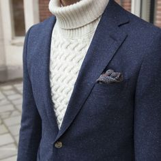 Fall suiting inspiration with a cream cable knit turtleneck sweater speckled navy blazer patterned silk pocket square Blazer Outfits Men, Blazer Fashion, Suit Fashion, Turtleneck And Blazer, Herren Outfit, Suit And Tie, Well Dressed Men, Gentleman Style, Stylish Men