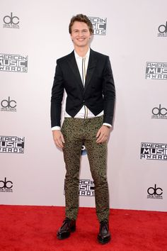 Pin for Later: See All the Sexy Stars on the AMAs Red Carpet! Ansel Elgort