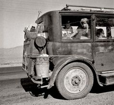 Dust bowl family head west to California