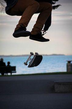 Symbole du sport en ville, le skate. A la fois discipline et état d'esprit. Souvent impressionnant (et dangereux!) http://www.sinoconcept.fr/