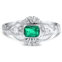 A round emerald cabochon is set in a sleek 14K white gold setting with tapered baguette accents in this Retro ring from the 1940's (approx. 0.26 total carat weight).