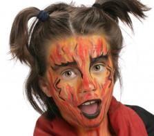 """Pour réaliser ce maquillage """"Diablesse"""", il vous faudra :     Eponge     Gel pailleté Or     Pinceau moyen     Fards de maquillage sans paraben : Jaune Soleil, Mandarine, Noir, Rouge Vif Ce maquillage facile peut aussi être réalisé avec la palette 9 couleurs Carnaval."""