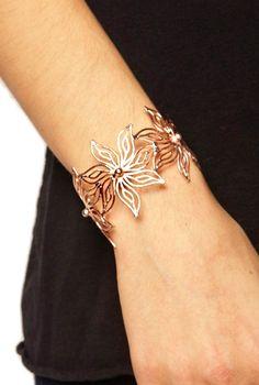 Gold floral pattern bangle