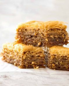 How to make the perfect baklava - Turkish Recipes He learned the secret of making Turkish baklava at home, Turkish cuisine has a long history, Just Desserts, Delicious Desserts, Dessert Recipes, Yummy Food, Greek Desserts, Turkish Recipes, Greek Recipes, Turkish Baklava, Gastronomia