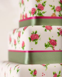 shabby chic roses wedding cake/Curtis & Co Cakes