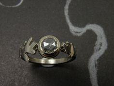 * engagement ring | oogst-sieraden * Verlovingsring * Witgouden eikenblaadjes met 0,64 crt roos geslepen diamant * 2645 euro * Unicum *