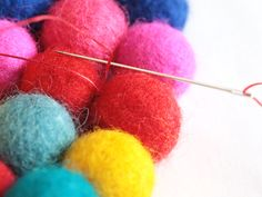 link on how to make felt ball rug...I want to make one so bad.