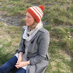 Orange stripe chunky winter hat in alpaca and wool mix. Hand Knitting, Knitting Patterns, Burnt Orange Color, Chunky Yarn, Pom Pom Hat, Winter Hats, Crochet Hats, Stripes, Wool