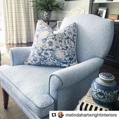 Could this chair and pillow combo be any more fabulous? The pillow is made with my Ennismore Lake @Kravetinc fabric, available by the yard. Can't get enough blue? There's plenty more where that came from! Head to my website to shop from over 100 #SRxKravet patterns. Thanks to @melindahartwrightinteriors for sharing this project! #repost www.sarahrichardsondesign.com.