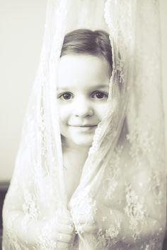 child portrait, 3yr old, lace, photo shoot