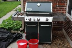 grills don't require a ton of maintenance, but with some regular upkeep, it'll last for years and years of grilling.Gas grills don't require a ton of maintenance, but with some regular upkeep, it'll last for years and years of grilling. House Cleaning Tips, Cleaning Hacks, Grill Cleaning, Cleaning Lists, All You Need Is, Clean Gas Grill, Best Gas Grills, How To Clean Bbq, Clean Baking Pans