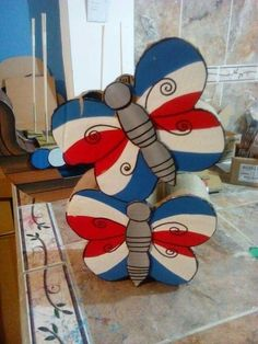 Fourth Of July, 4th Of July Wreath, Costa Rica, July Crafts, Cardboard Crafts, Ideas Para, Craftsman, Projects To Try, Scrap