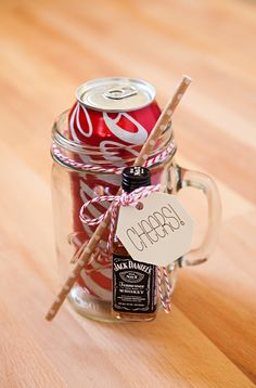 Make These XL Mason Jar Cocktail Gifts! – Something Turquoise Make These XL Mason Jar Cocktail Gifts! How to make your own mason jar cocktail gifts, Run and Coke! Mason Jar Cocktails, Mason Jars, Mason Jar Gifts, Gift Jars, Alcoholic Drinks, Homemade Christmas Gifts, Homemade Gifts, Homemade Food, Holiday Gifts