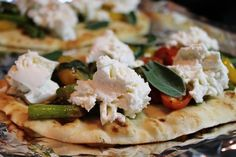 Something I will probably end up trying. I never thought of using garlic naan as a pizza crust but it makes total sense.
