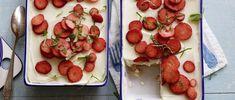 Tiramisù aux fraises et à la rhubarbe Dessert, Bruschetta, Oreo, Food And Drink, Strawberry, Fruit, Vegetables, Ethnic Recipes, Rhubarb Compote