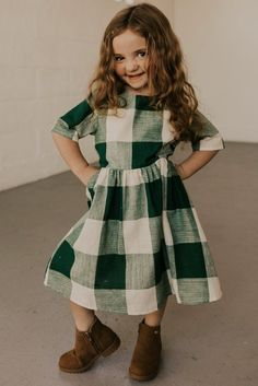 Green Buffalo Plaid Dress - Christmas Outfit Ideas for Little Girls - Holiday Pocket Dress Little Girl Summer Dresses, Mommy And Me Dresses, Little Girl Outfits, Little Girl Fashion, Kids Outfits, Dresses For Girls, Batman Outfits, Rock Outfits, Couple Outfits