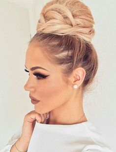 I've had the bf wearing his hair in pretty updo buns a lot more recently. I really like this one.