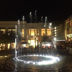 @thegrovela #fountain at #night .... great to see w the music!   #la #live #outside #nofilterneeded #nofilter #losangeles #california #californialiving #enjoythelittlethings #enjoyed #travel #travelgram #travellove #fountains #fountainshow #evening #view #instashot #instagood #thehappynow #hunterphoenix