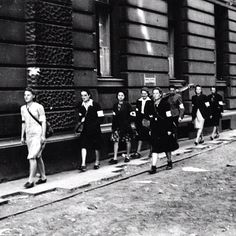 Early August 1944, Warsaw. Field nurses on 11 Moniuszki Street.  Source: Wikimedia Commons, Photo by Eugeniusz Lokajski
