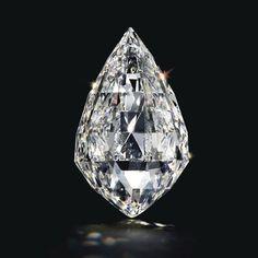 Diamant briolette D-Color Flawless de 50.05 carats http://www.vogue.fr/joaillerie/a-voir/diaporama/la-vente-de-bijoux-magnificent-jewels-de-christie-s-a-new-york/18354/image/993847#!pendentif-diamant-24-53-carats-vente-magnificent-jewels-de-christie-039-s-a-new-york