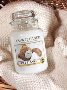 Yankee Candle SOFT BLANKET - Tajemniczy, świeży zapach z bardzo delikatną nutką cytrusów, wanilii i ciepłego bursztynu.  (szukaj na: http://swiatzapachow.pl/)