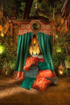Eye For Design: Decorating Moroccan Style.Elegant and Exotic Gypsy Style, Bohemian Style, Boho Chic, Gypsy Chic, Bohemian Design, Moroccan Decor, Moroccan Style, Moroccan Bedroom, Moroccan Lanterns