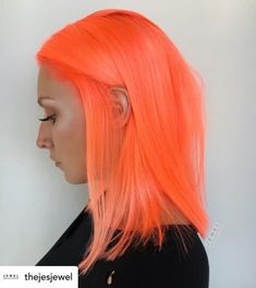 Do you want to stand out this summer? Neon orange hair is the perfect summer hair color! Here are some super fun summer hair color ideas that will ensure you turn heads this year. Neon Hair Color, Peach Hair Colors, Bright Hair Colors, Colourful Hair, Weird Hair Colors, Orange And Pink Hair, Pink Peach Hair, Pelo Color Azul, Pelo Multicolor