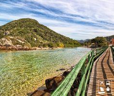 Um lugar incrivelmente lindo e apaixonante: esta é Florianópolis. Destino de milhares de turistas, a ilha é bastante frequentada por nossos vizinhos da Argentina, Uruguai e Paraguai. Que tal uma passadinha na Clube Turismo e programar sua viagem?  #SouClubeTurismo