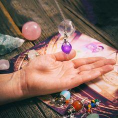 Le lavage du pendule divinatoire est un aspect primordial pour obtenir les résultats désirés.