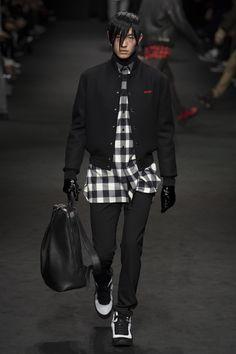 Versace Fall 2017 Menswear Fashion Show Collection