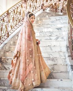 Indian wedding dresses are very beautiful. Usual indian bridal dresses made of chiffon or silk and adorned with elaborate embroidery, red or gold color. Indian Bridal Outfits, Indian Bridal Lehenga, Indian Bridal Fashion, Indian Bridal Wear, Pakistani Bridal, Indian Dresses, Bridal Dresses, Golden Bridal Lehenga, Bridal Gown