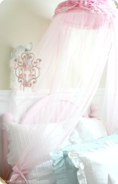 Girly Room Elements - thehouseofsmiths.com #thehouseofsmiths #girlyroom #pinkbedroom #girldecor