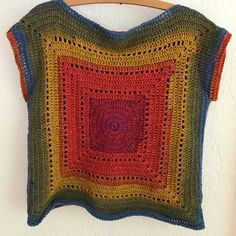 My gradient Granny Tee. Pattern by Annaboos House. Linda Du preez mandala yarn/color way Chimera. My gradient Granny Tee. Pattern by Annaboos House. Linda Du preez mandala yarn/color way Chimera. Modern Crochet Patterns, Crochet Motifs, Crochet Granny, Crochet Stitches, Pull Crochet, Mode Crochet, Black Crochet Dress, Crochet Blouse, Crochet Shawl