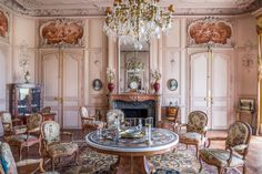 Leggett: French Property - Price: € 4725000 Property in Aquitaine Dordogne Château of historical interest with over 500 hectares of land in South West France Palace Interior, French Property, Dordogne, French Chateau, Furniture Styles, Deco Furniture, Furniture Design, French Furniture, Home Deco